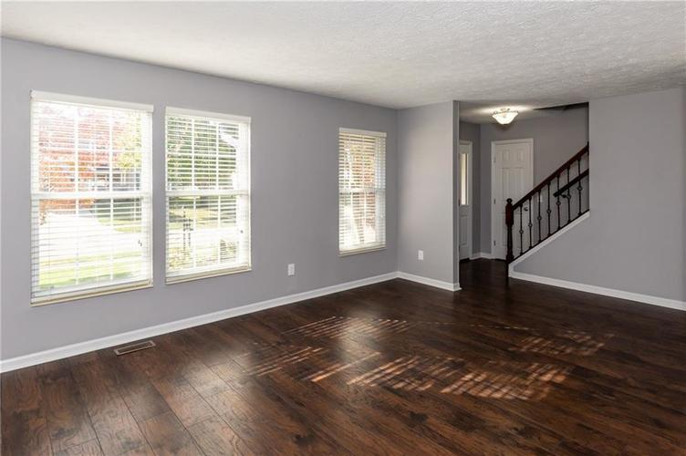 8646 Knollway Court Fishers, IN 46038 | MLS 21676292 | photo 2