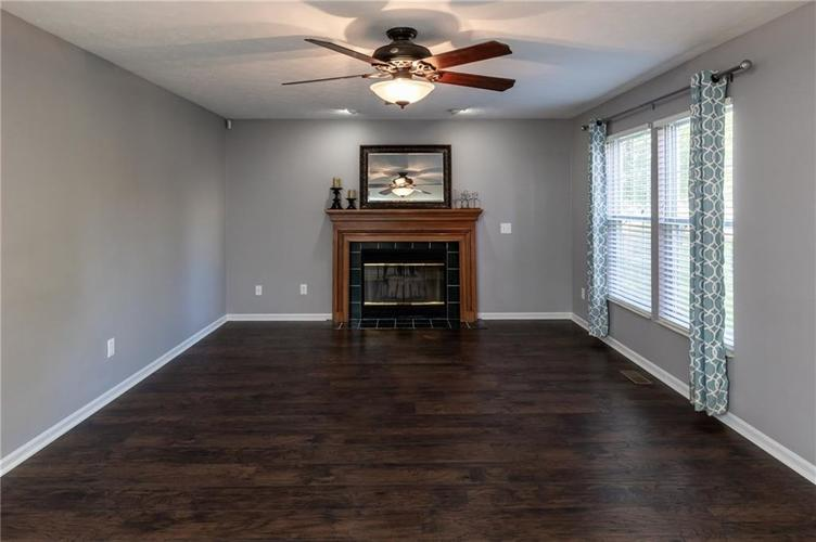 8646 Knollway Court Fishers, IN 46038 | MLS 21676292 | photo 7
