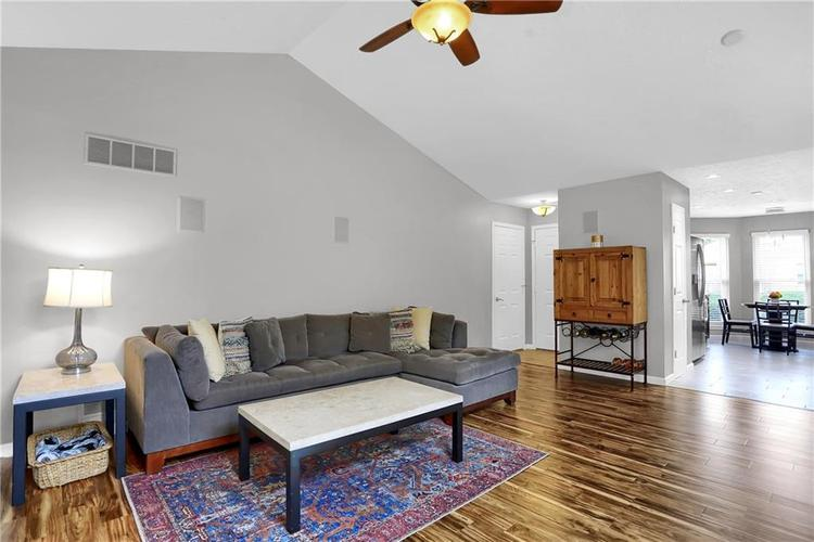 9520 Settlement Drive W Indianapolis, IN 46250 | MLS 21676414 | photo 2