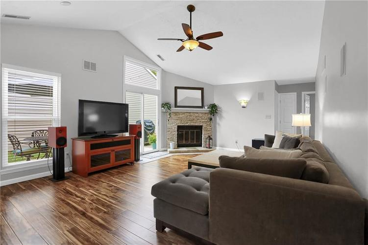 9520 Settlement Drive W Indianapolis, IN 46250 | MLS 21676414 | photo 4