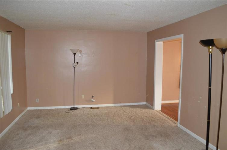 1326 Greenbrook Drive Indianapolis, IN 46229 | MLS 21676416 | photo 3
