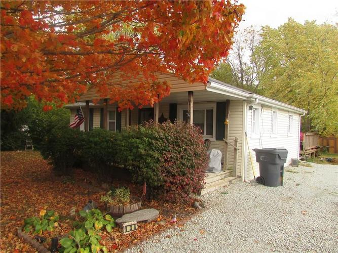 136 S 10TH Street Middletown, IN 47356 | MLS 21676474 | photo 2