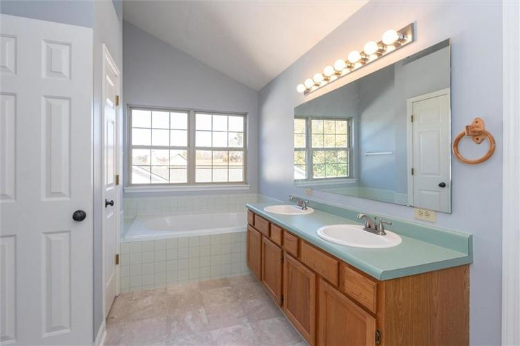 6336 Fountain Springs Boulevard Indianapolis, IN 46236 | MLS 21676479 | photo 16