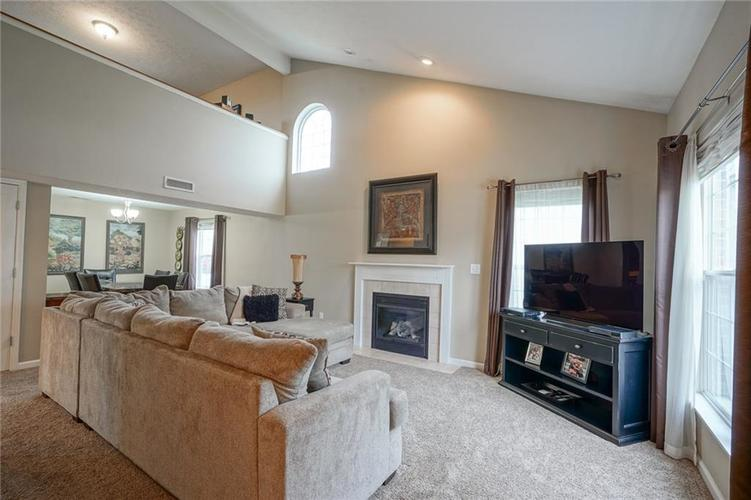 12312 CARRIAGE STONE Drive Fishers, IN 46037 | MLS 21676529 | photo 2
