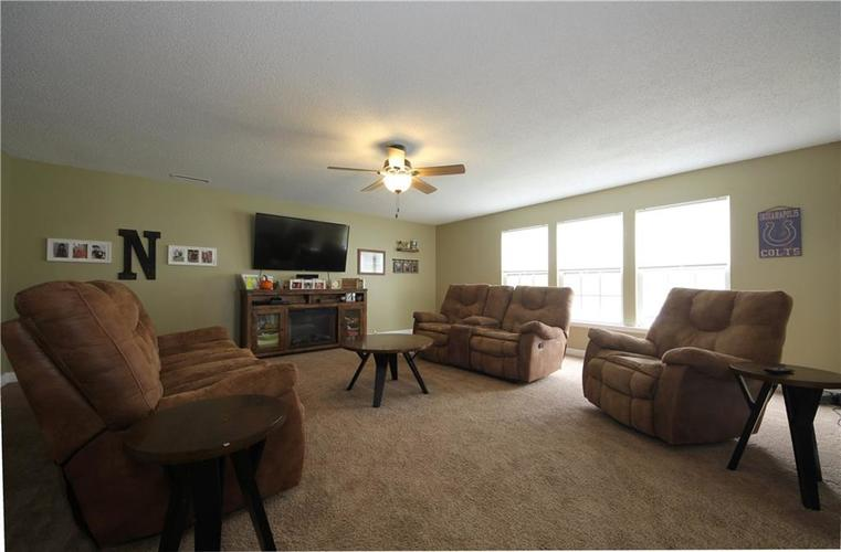 1672 Howell Drive Indianapolis, IN 46231 | MLS 21676555 | photo 3