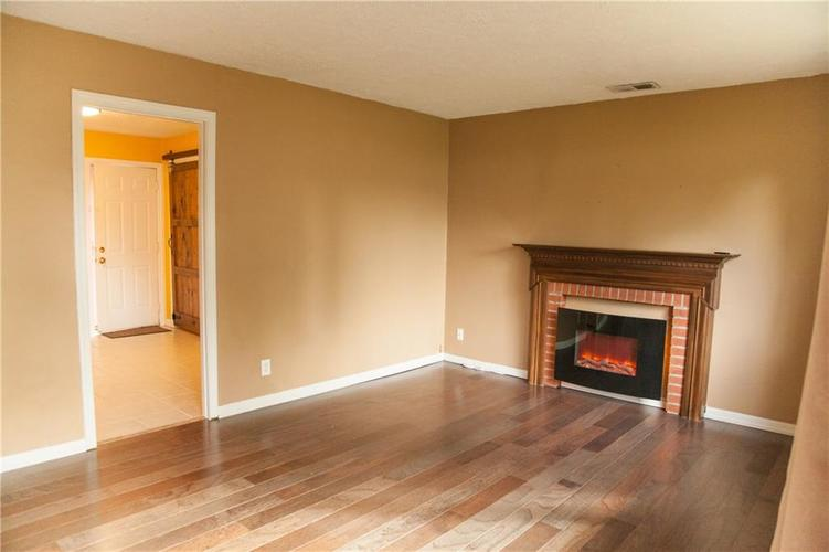 1916 RUTH Drive Indianapolis, IN 46240 | MLS 21676628 | photo 2