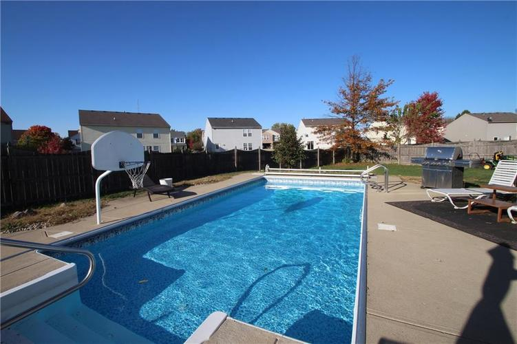 9862 Olympic Circle Indianapolis, IN 46234 | MLS 21676649 | photo 2