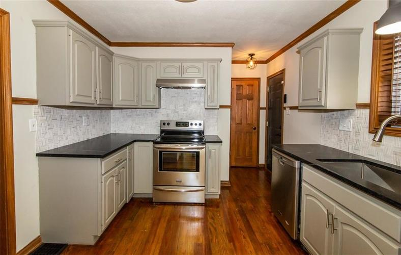 988 N CAMPBELL Avenue Indianapolis, IN 46219 | MLS 21676664 | photo 12