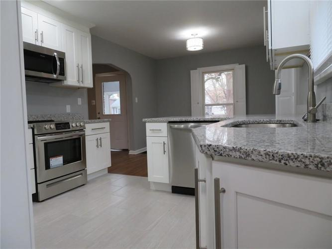 6477 Broadway Street Indianapolis, IN 46220 | MLS 21676714 | photo 8