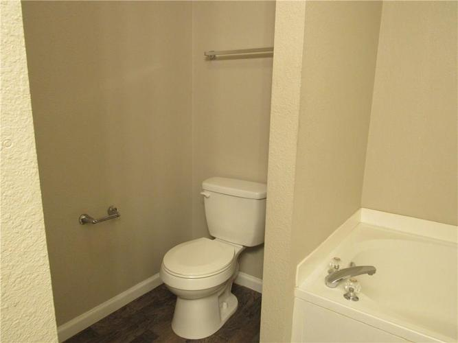 10755 STERLING APPLE Drive Indianapolis, IN 46235 | MLS 21676763 | photo 21