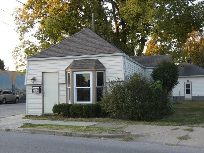 2302 Southport Road Indianapolis, IN 46227 | MLS 21677901 | photo 2