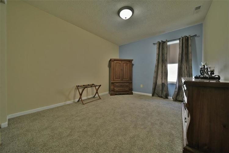 11720 Rossmore Drive Indianapolis, IN 46235 | MLS 21677980 | photo 11
