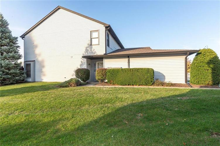 9132 Backwater Drive Indianapolis, IN 46250 | MLS 21678095 | photo 2
