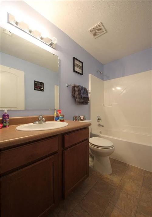 7302 Graymont Drive Indianapolis, IN 46221 | MLS 21678254 | photo 11