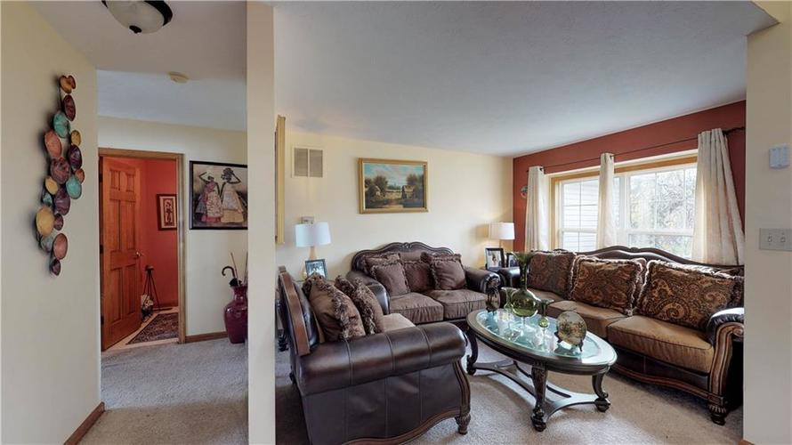 5752 Ashcroft Drive Indianapolis, IN 46221 | MLS 21678256 | photo 10
