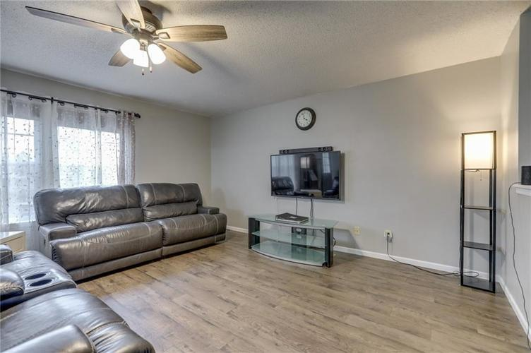 2472 Providence Court Greenwood, IN 46143 | MLS 21678311 | photo 10