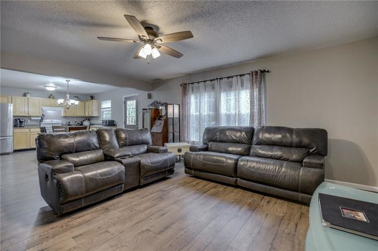 2472 Providence Court Greenwood, IN 46143 | MLS 21678311 | photo 13