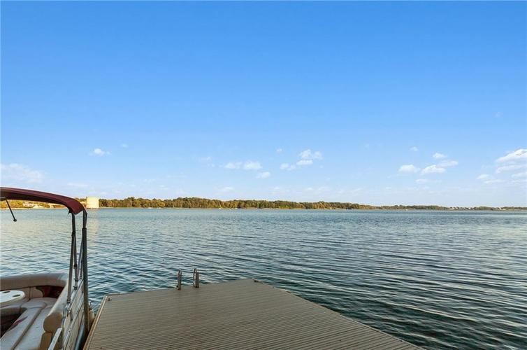 8401 Bay Colony Drive Indianapolis, IN 46234 | MLS 21678320 | photo 7