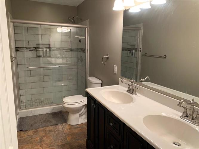 7225 Bobcat Trail Drive Indianapolis, IN 46237   MLS 21678322   photo 8