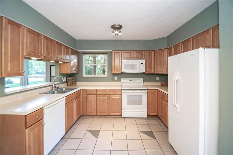 7761 S Chatham Court Indianapolis, IN 46256   MLS 21678499   photo 17