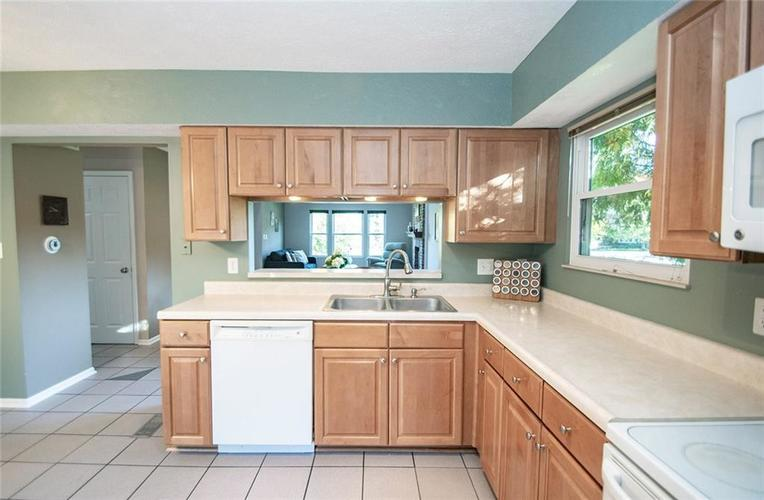 7761 S Chatham Court Indianapolis, IN 46256   MLS 21678499   photo 18