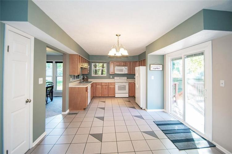 7761 S Chatham Court Indianapolis, IN 46256   MLS 21678499   photo 19