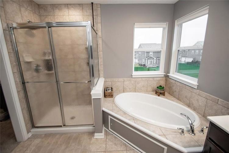 16761 Silver End Circle Noblesville, IN 46062 | MLS 21678505 | photo 24