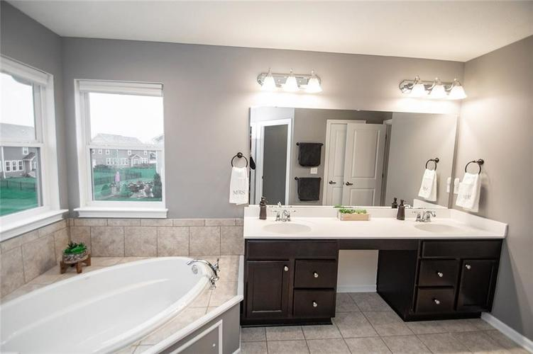 16761 Silver End Circle Noblesville, IN 46062 | MLS 21678505 | photo 25