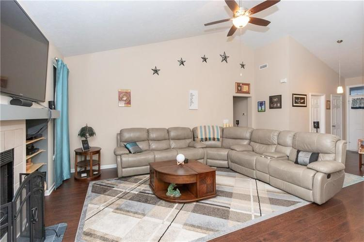 1328 Topp Creek Drive Indianapolis, IN 46214 | MLS 21678539 | photo 4