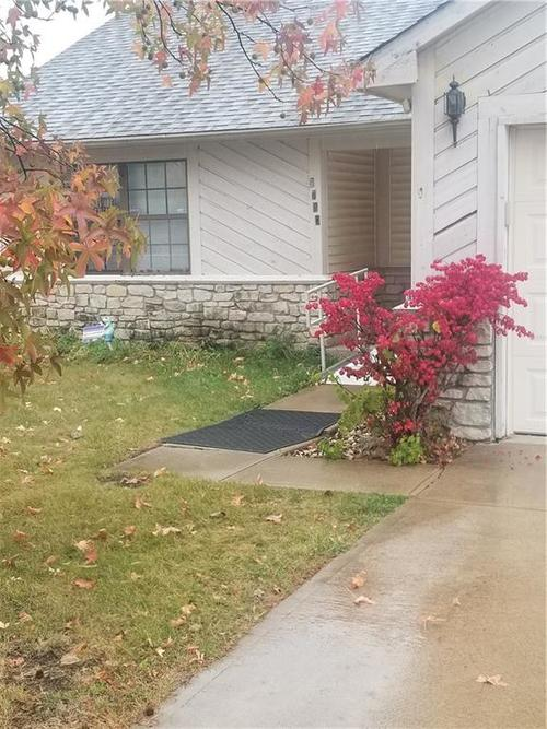 9730 English Oak Place Indianapolis, IN 46235 | MLS 21678541 | photo 1