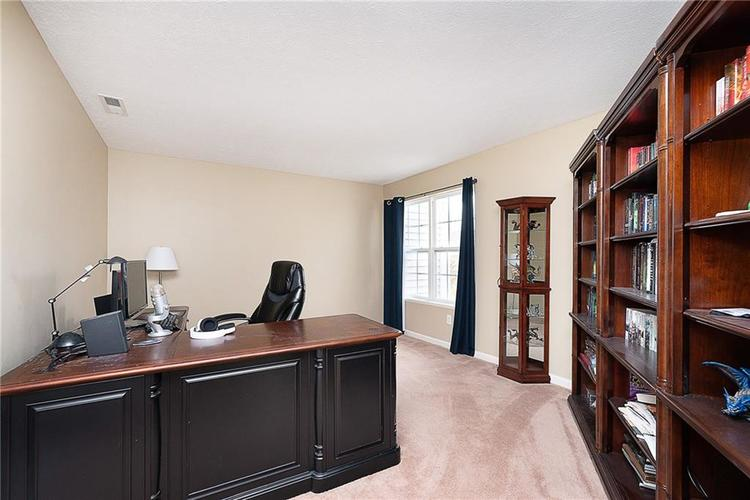 9761 Thorne Cliff Way #102 Fishers, IN 46037 | MLS 21678728 | photo 21