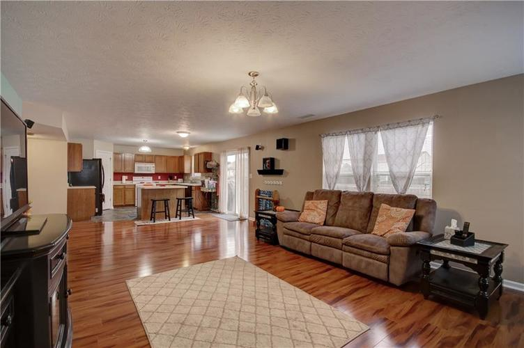 6627 GREENSPIRE Place Indianapolis, IN 46221 | MLS 21678886 | photo 3