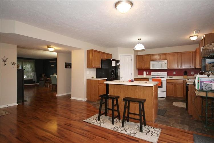6627 GREENSPIRE Place Indianapolis, IN 46221 | MLS 21678886 | photo 6