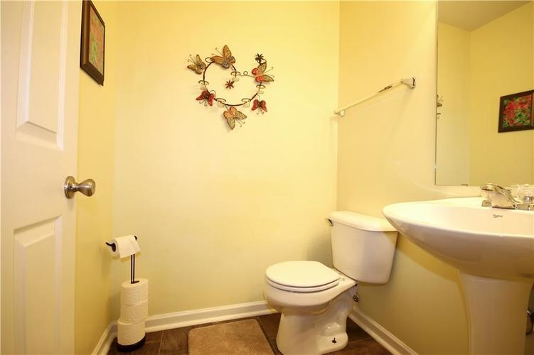 6627 GREENSPIRE Place Indianapolis, IN 46221 | MLS 21678886 | photo 8
