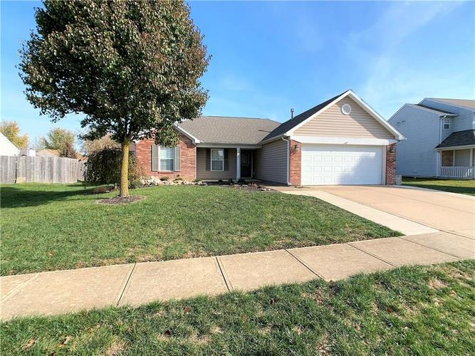 935 South Shore Court Franklin, IN 46131 | MLS 21679082 | photo 1