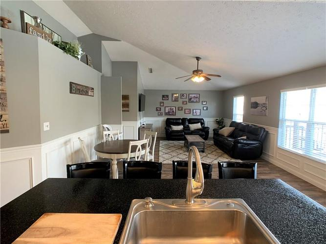 935 South Shore Court Franklin, IN 46131 | MLS 21679082 | photo 10