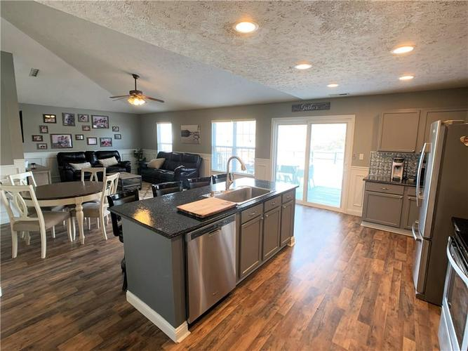 935 South Shore Court Franklin, IN 46131 | MLS 21679082 | photo 8