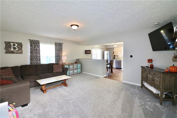 512 Southern Pines Drive Whiteland, IN 46184 | MLS 21679432 | photo 5