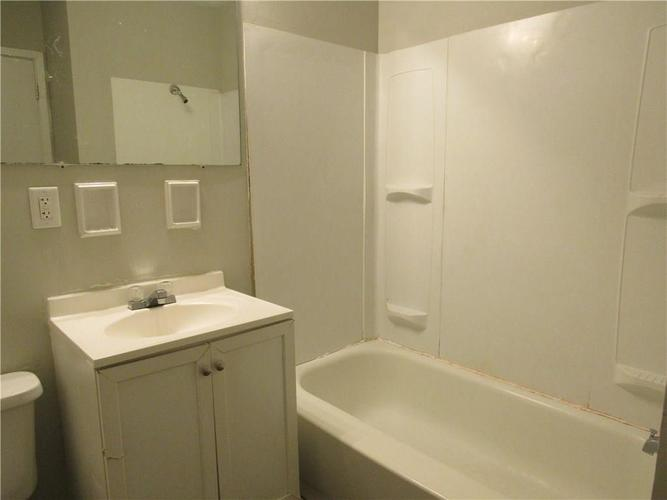9404 E 36TH Place Indianapolis, IN 46235 | MLS 21679438 | photo 19