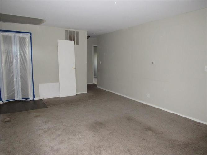 9404 E 36TH Place Indianapolis, IN 46235 | MLS 21679438 | photo 4