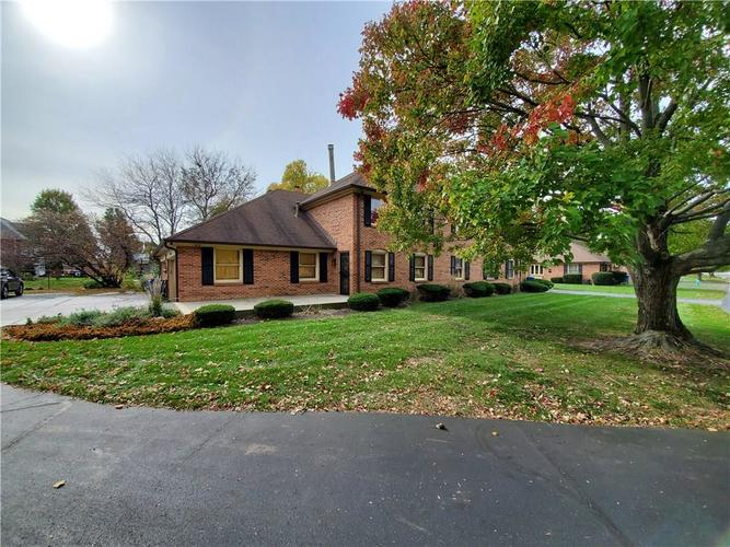 6131 Apache Drive Indianapolis, IN 46254 | MLS 21679639 | photo 1