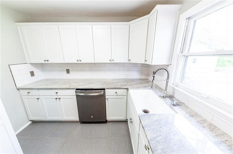 2210 E 70th Street Indianapolis, IN 46220 | MLS 21680216 | photo 13