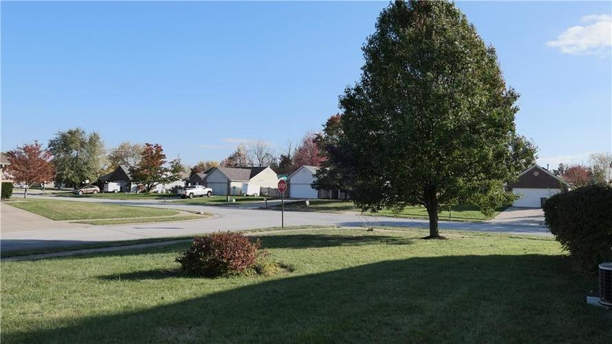 5652 Southern Mist Drive Indianapolis, IN 46237   MLS 21680303   photo 5
