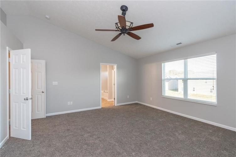 000 Confidential Ave.Greenwood, IN 46143 | MLS 21680304 | photo 12