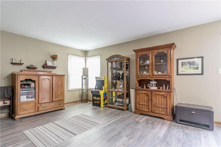 5741 Victory Drive Indianapolis, IN 46203 | MLS 21680357 | photo 11