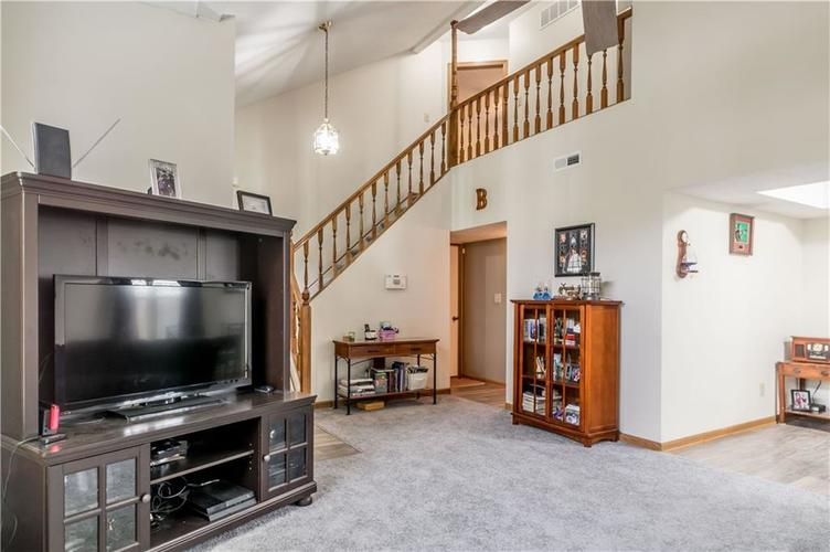 5741 Victory Drive Indianapolis, IN 46203 | MLS 21680357 | photo 6