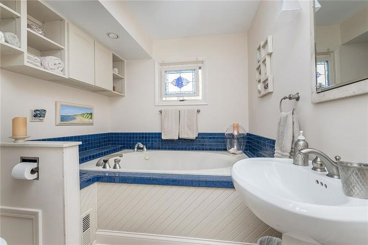 8181 Oak Hill Drive Indianapolis, IN 46250 | MLS 21680361 | photo 20
