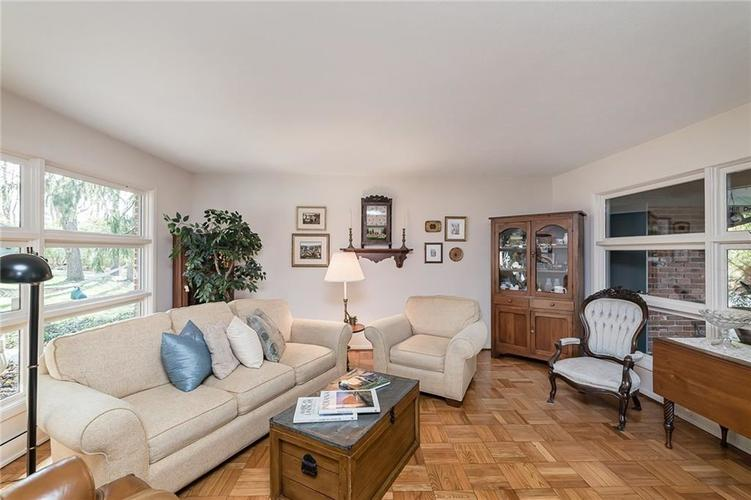 8181 Oak Hill Drive Indianapolis, IN 46250 | MLS 21680361 | photo 5
