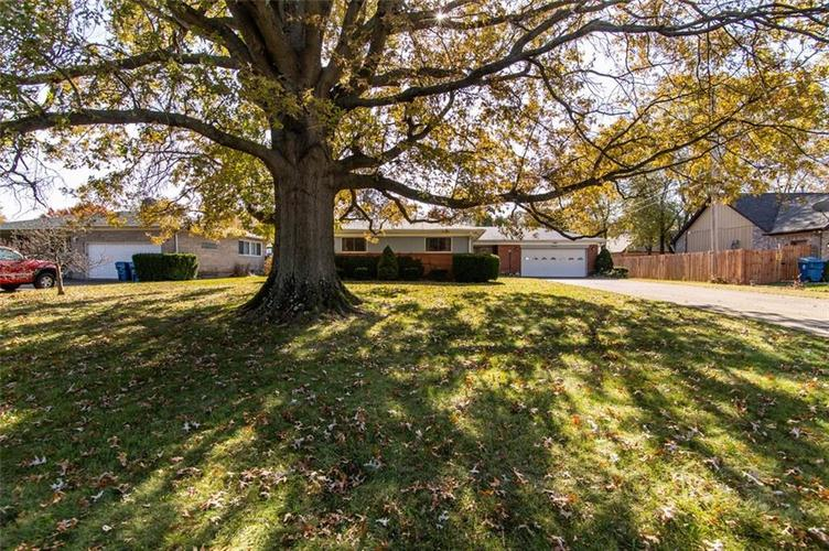 8045 E 11th Street Indianapolis, IN 46219 | MLS 21680395 | photo 2
