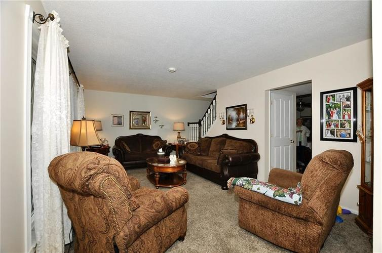 8112 BROMLEY Place Indianapolis, IN 46219   MLS 21680420   photo 9
